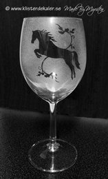 Vineglass Horse jumoing