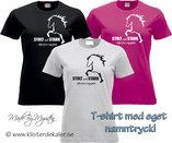 T-shirt. Stolt och Stark EGET NAMN TRYCK  (27 olika färgval, dam och unisex/herr)