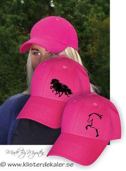 Snygg keps i stark rosa, Islandshäst.