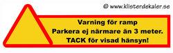Stor dekal: Varning för ramp, parkera ej närmare än 3 meter. 20x76 cm.